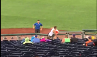 Twitter reacts to fan rushing field at CWS