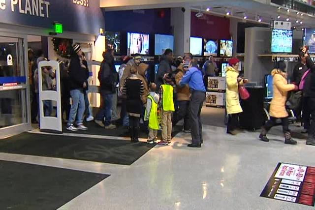 Nebraska Furniture Mart Staff Greeted Black Friday Shoppers When The Doors  Opened With High Fives.