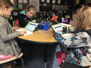 SeeSaw app updates parents on kids' school work