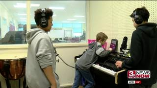 Middle-schoolers explore sound effects